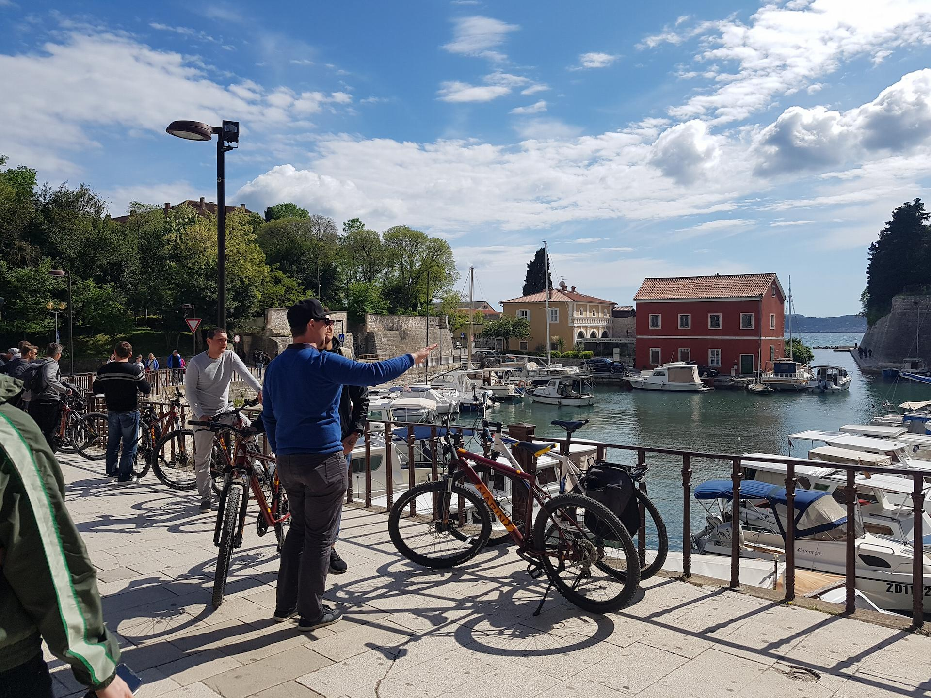 A group of people in port Fosa, Zadar, during the Zadar Explore Bike Tour