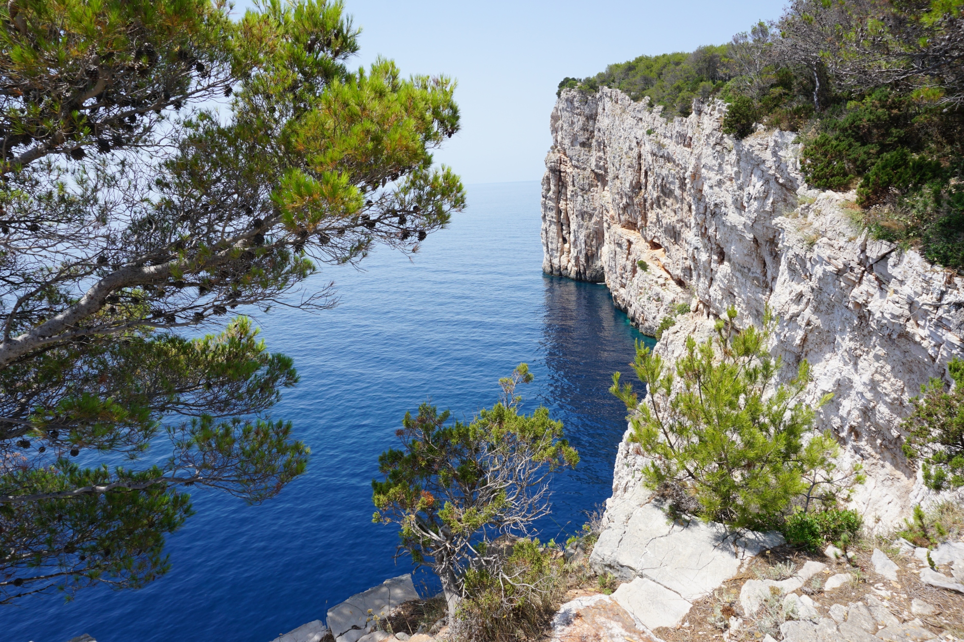 CLIFFS ON DUGI OTOK