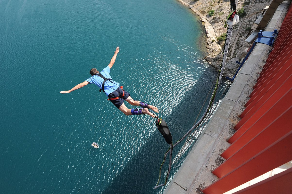 man on bungee jumping